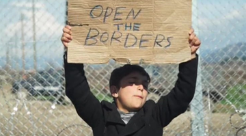Tysiące migrantów utknęło na granicy Grecji i Macedonii. Protestują