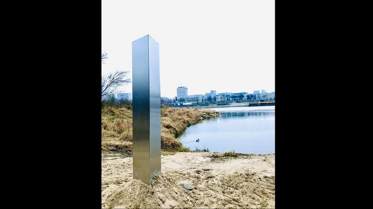 Tajemniczy monolit dotarł do Polski. Wcześniej pojawiał się i znikał w różnych miejscach