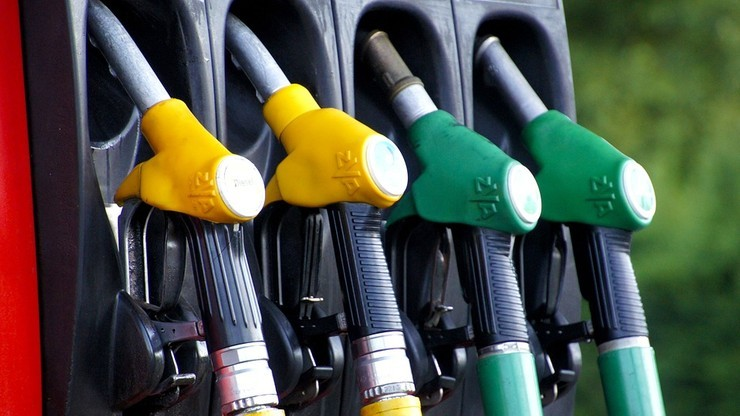 Dobre wiadomości dla kierowców. Jest szansa na nieznaczną obniżkę cen paliw